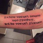 schrift-innenarm-tattoo